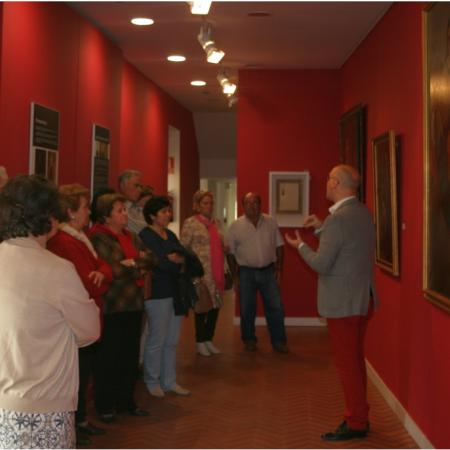 Jesús Romero mostrando el Museo